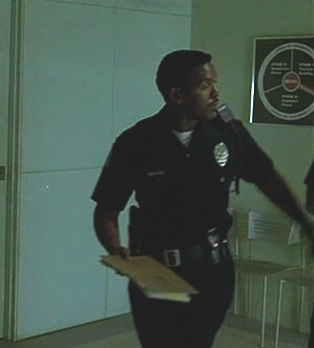 File:1x05- Unnamed Van Nuys Officer.jpg