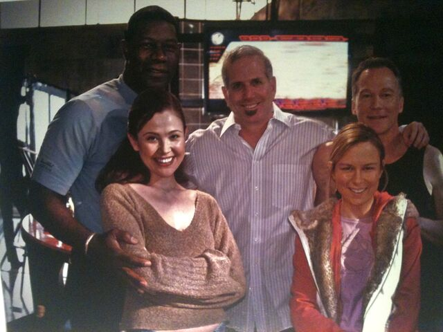 File:24 Day 4 Crew Pose- Morrison, Mary Lynn, Reiko, Haysbert and Surnow.jpg