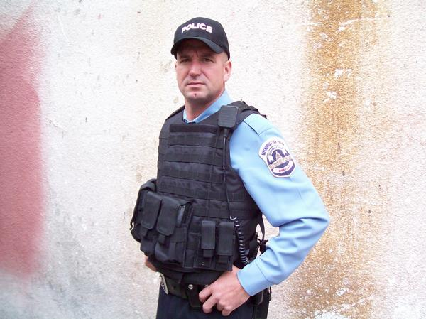 File:24 Day 7- Rick in officer uniform.jpg