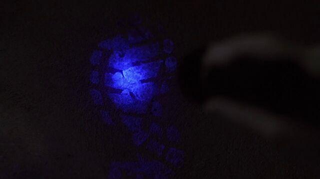 File:2x13 UV.jpg