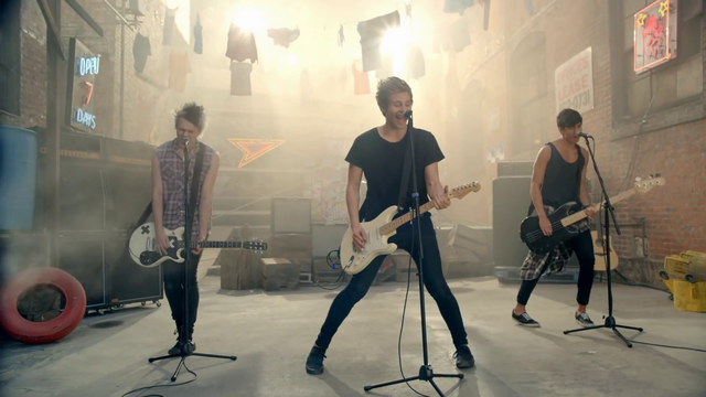 File:5 Seconds of Summer - She Looks So Perfect - 5 Seconds of Summer Wiki (17).png