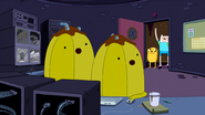 S4 E20 The Banana guards watching
