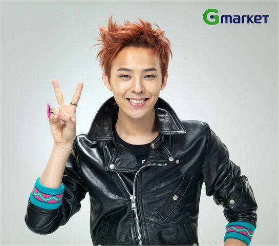 File:G-dragon throws up a cute pose with v sign-6047.jpg