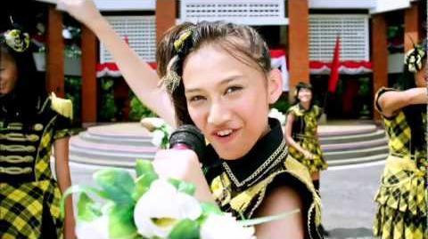 "JKT48 ""Heavy Rotation"" Music Video Digest-0"
