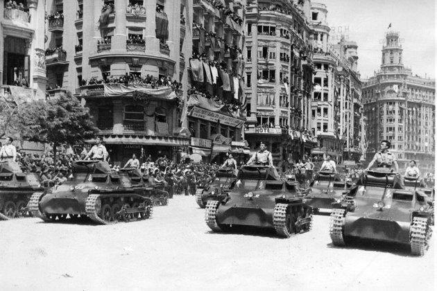 File:Tanks in city.jpeg