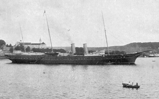 File:Royal Yacht Y Ddraig Aur.jpg