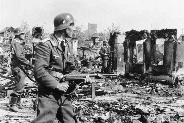 File:Bundesarchiv Bild 183-B22478, Stalingrad, Luftwaffen-Soldaten in Ruinen.jpg