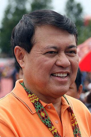File:Manny Villar T'nalak Festival 2009.jpg