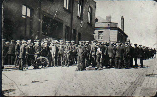 File:Tyldesley miners outside the Miners Hall during the 1926 General Strike.jpg