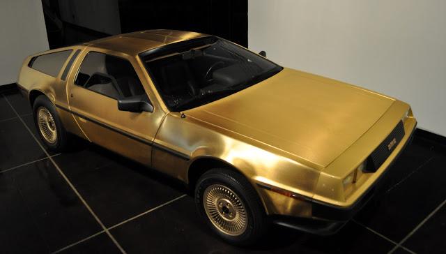 File:Gold DeLorean.png