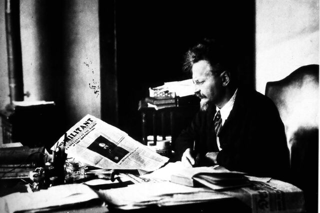 File:Trotsky Reading the Militant.jpg