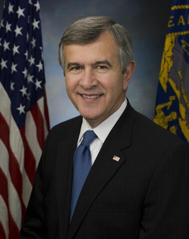 File:Mike Johanns official Senate photo.jpg