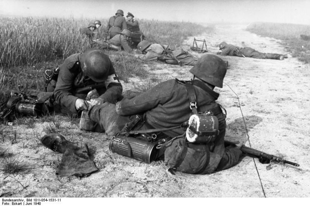 File:German soldiers in France.PNG