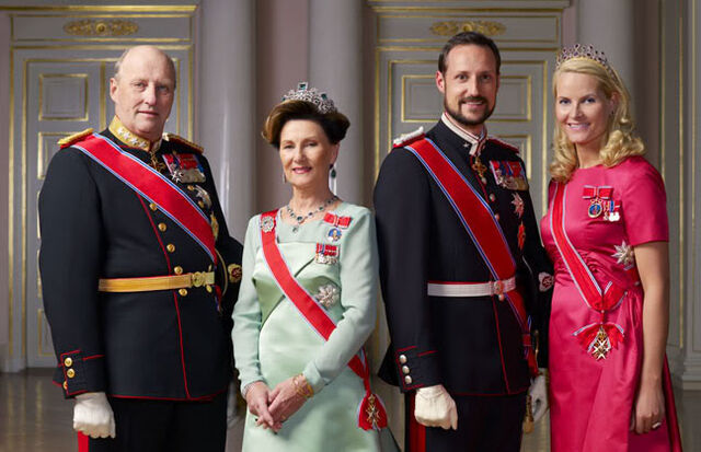 File:Alaskan Royal Family.jpg