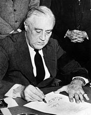 File:185px-Franklin Roosevelt signing declaration of war against Japan.jpg