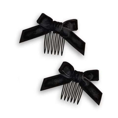 File:AddySchoolOutfit combs.jpg