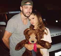 Photo of Ariana Grande & her friend photographer  Jones Crow - July 2012
