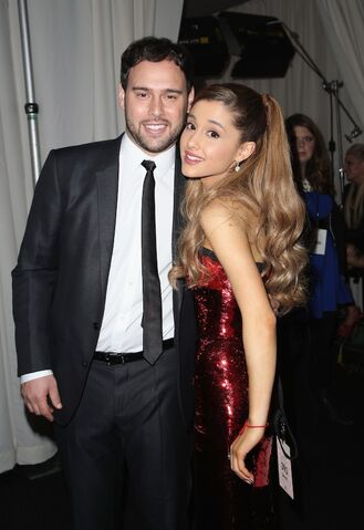File:Ariana and scooter at the amas.jpg