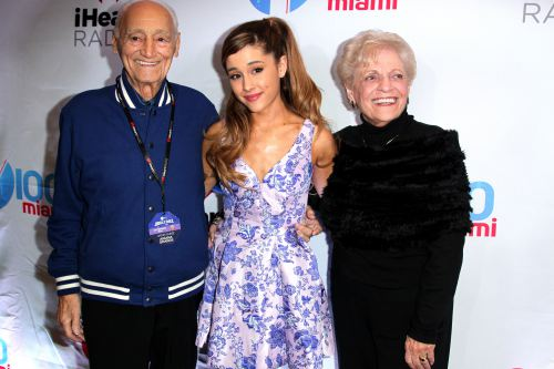 File:Ariana with her grandparents jingleball 2013.jpg
