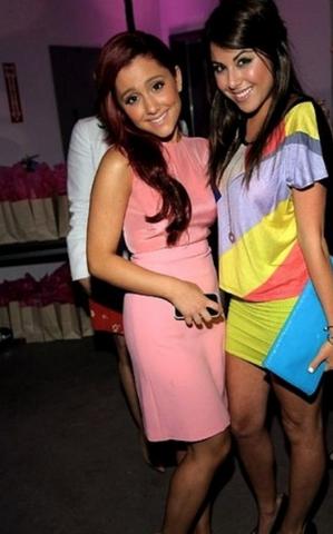 File:Ariana + Daniella.png