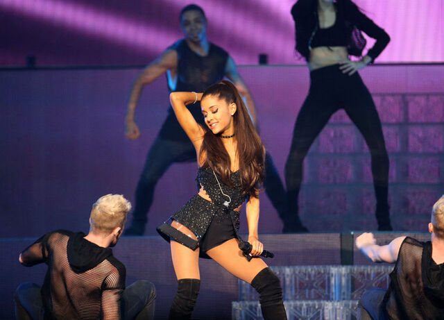 File:Honeymoon Tour 5.jpg