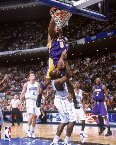 File:1207386886 Kobe dunks on dwight howard.jpg