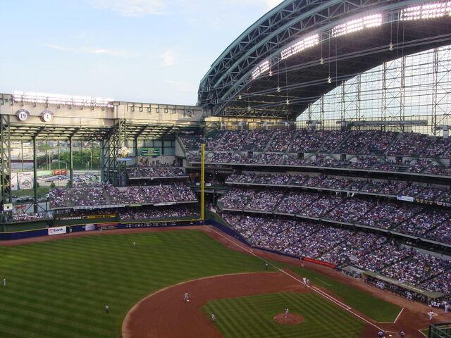 File:Milwaukee Brewers-1199122171-272.jpg