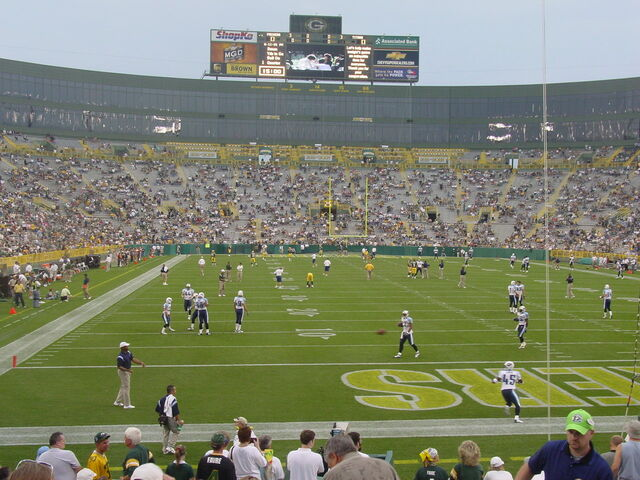 File:Lambeau Field-1195802335-963.jpg