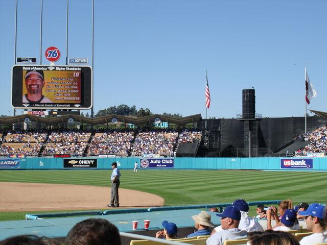 File:Dodger Stadium-1195663797-10.jpg