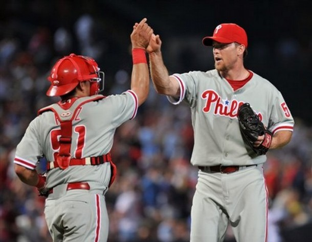 File:Brad Lidge and Carlos Ruiz.jpg