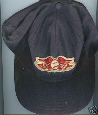 File:1235943199 Red wing hat.jpg