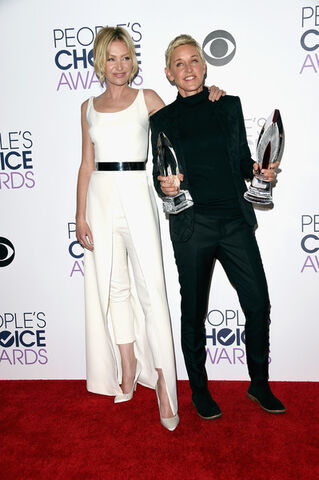 File:2016 PCAs - Portia and Ellen 1.jpg