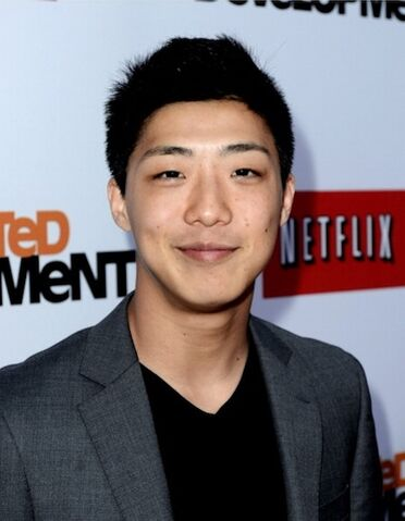 File:2013 Netflix S4 Premiere - Justin Lee 1.jpg