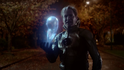 Eobard Thawne questions Gideon as to where he is