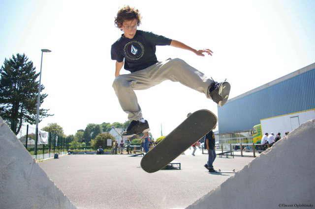 File:Skate2.jpg