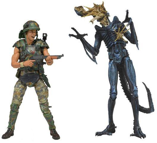 File:Neca-helmeted-hicks-vs-blue-battle-damaged-warrior.jpg