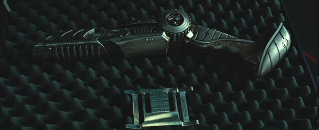 File:Predator's weapon.jpg
