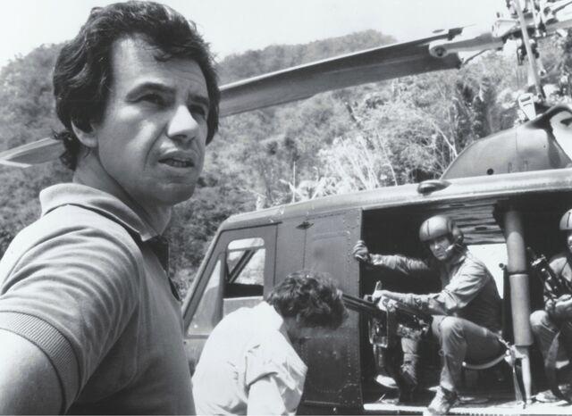 File:McTiernan on set 01.jpg