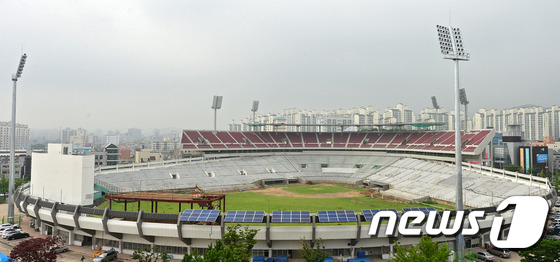 File:Remodeling Suwon Baseball Stadium Red Wine Chairs 2 (2014~).jpeg