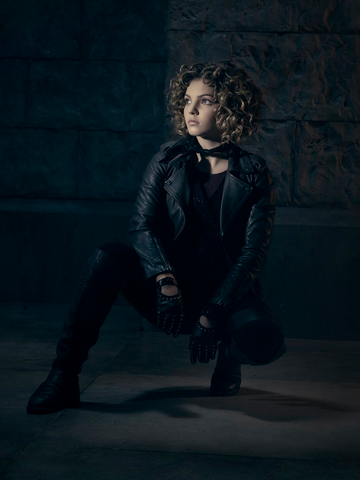 File:Selina Kyle season 3 promotional.png
