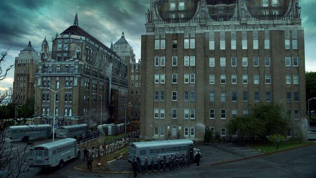 File:Gotham-Arkham-yard.jpg