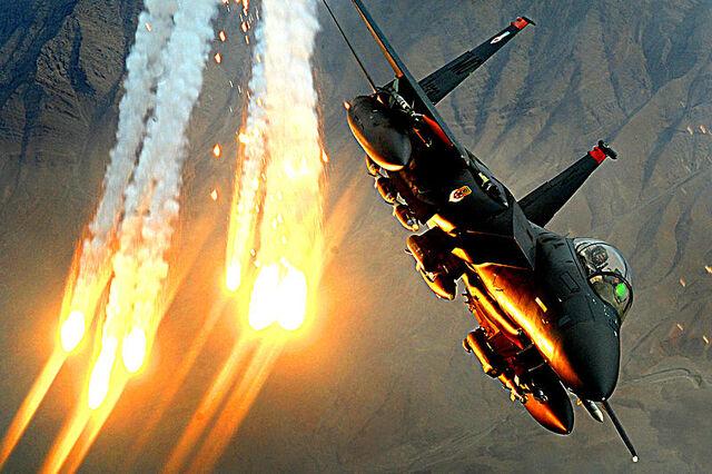 File:F-15E flares.jpg