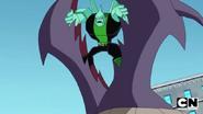 Diamondhead holding creature's mouth