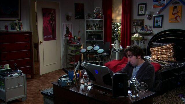 File:S02E12 Howard at the desk.jpg