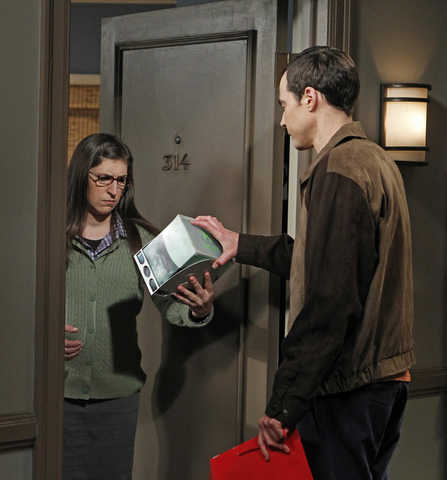 File:S6EP07 - Sheldon giving Amy a box.png