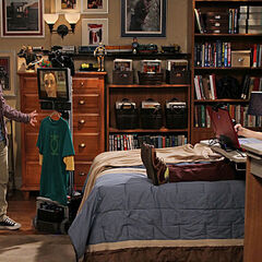 S04R02 - Sheldon hides from the world, replaced by a virtual presence device