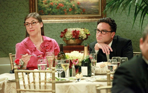 File:S5EP03 - Leonard as Amy's date.jpg