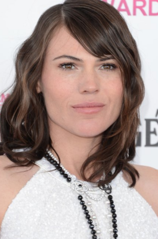 File:Clea DuVall.png