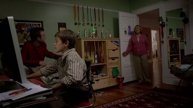 File:1x04 - Jesse in Jake's room.jpg
