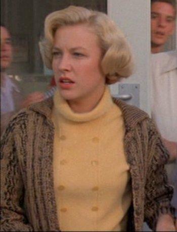 File:Betty-Outside Lous Cafe.jpg